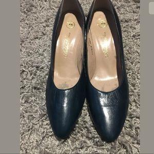 Brooks Brothers Classic Heels 7.5 AA